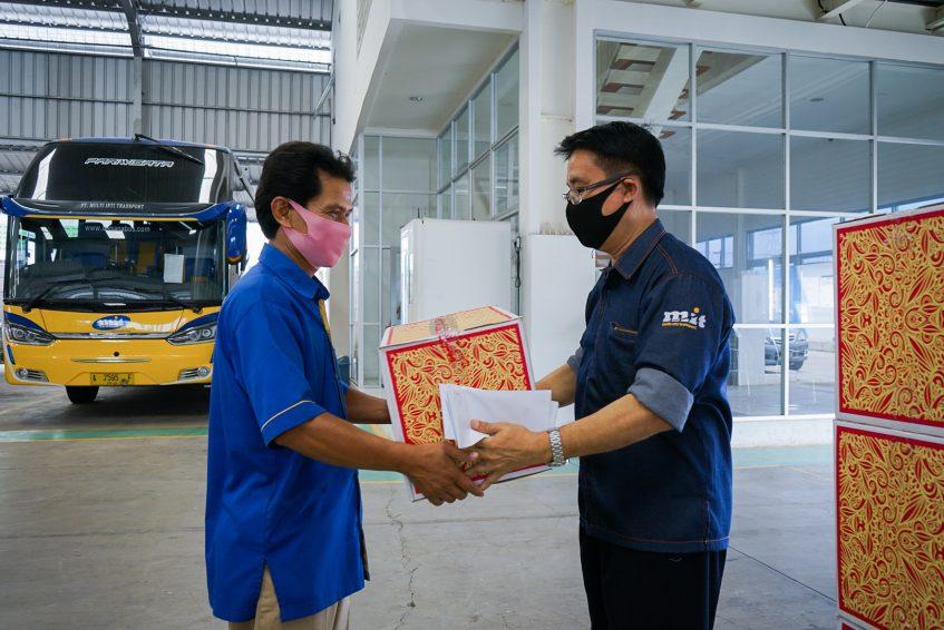 Jelang Idulfitri, Multi Inti Transport berikan bantuan sembako